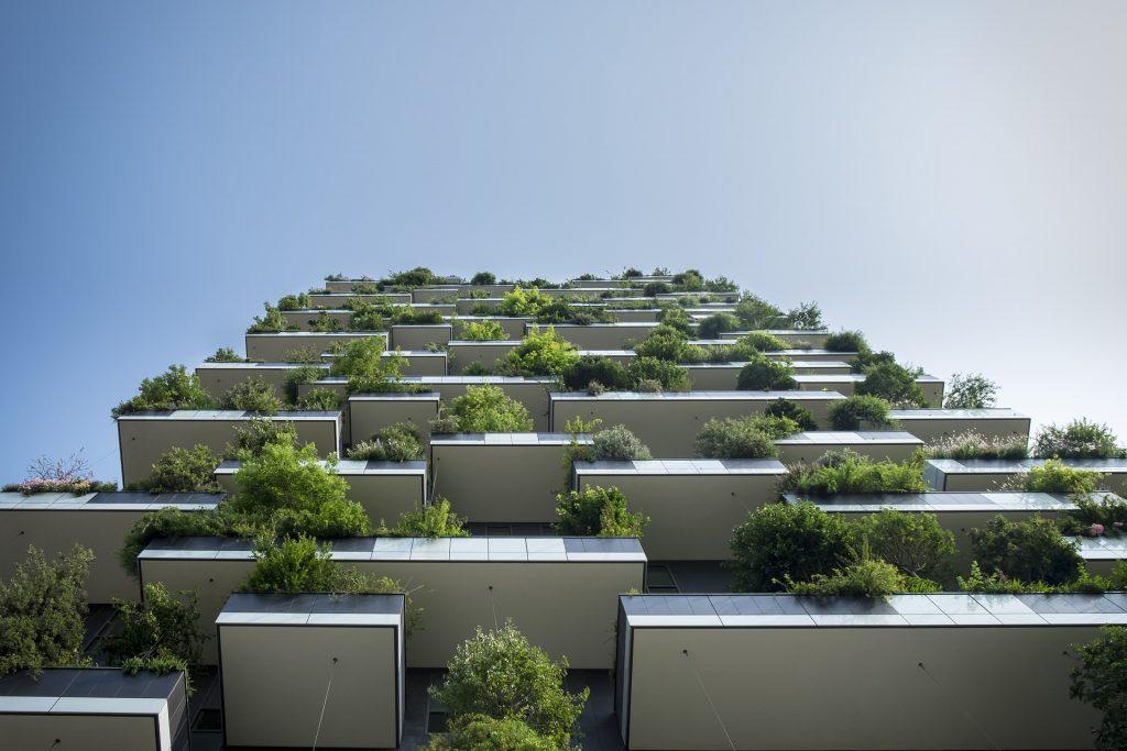 balkóny so stromami